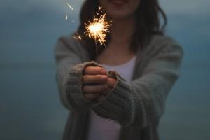 花火と女性
