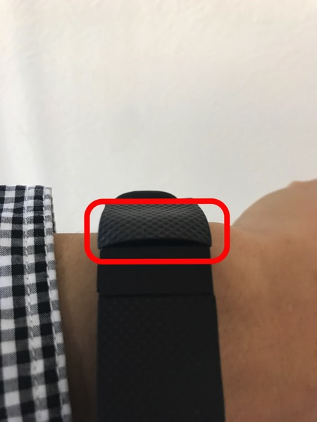 Fitbit Charge HR のバンドと画面表示部の境目が剥がれる不具合2
