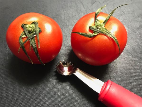 トマトシャークがお勧め 包丁より安全にトマトのヘタが取れるのが良い 1
