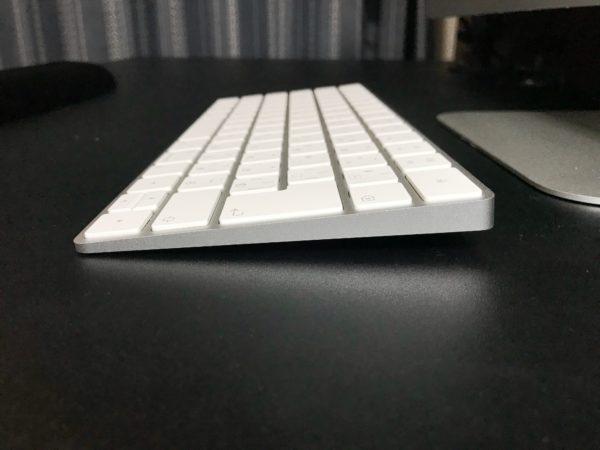 Magic Keyboard レビュー〜打ちにくいから、角度をつけてみた〜