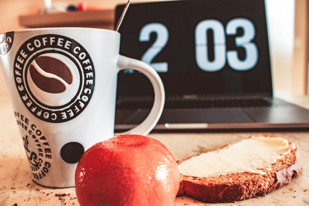 早起きに失敗する原因の7割は、早寝に失敗していること